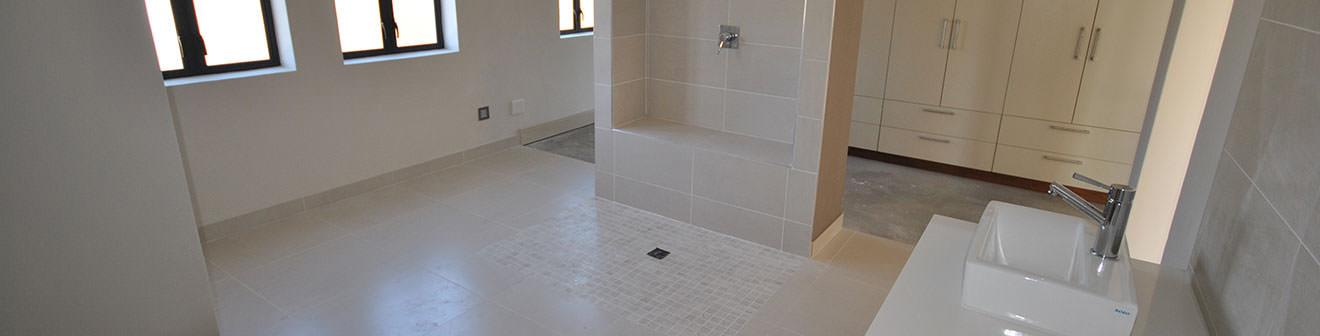 Tradewinds-Main-bathroom-slidder-pic3_mini